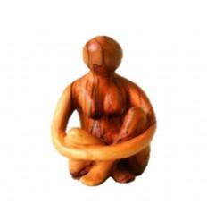 Femme assise sculptée en bois d'olivier